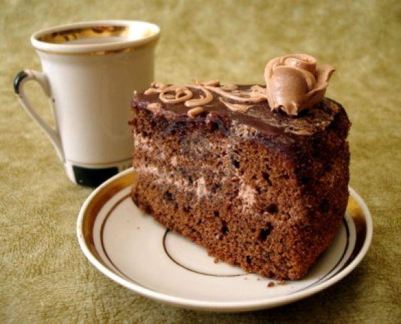 846852-rebanada-de-pastel-de-chocolate-de-taza-y-plato