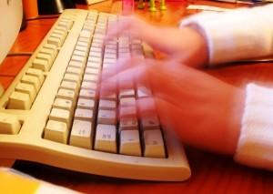 como-escrever-sem-olhar-para-o-teclado-300x213