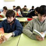 Ninos_leyendo_clase