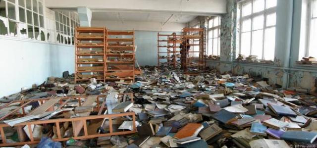 biblioteca_abandonada_eme_wide