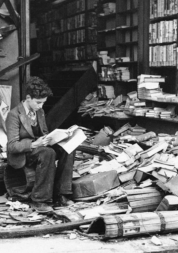 20-Bookstore-in-London-ruined-by-an-air-raid-1940