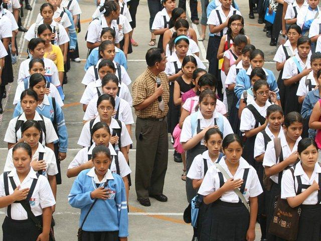 alumnos-escolares-himno-nacional-formacion