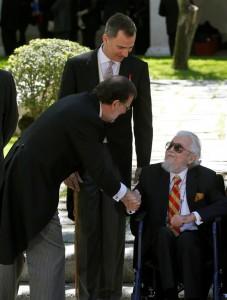 El-premio-Cervantes-con-el-rey-de-España-y-el-presidente-en-funciones-EFE-227x300